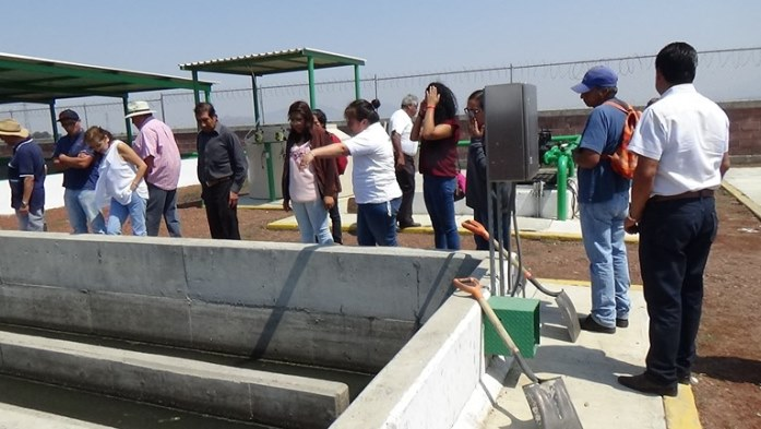 Photo: Wastewater treatment plant. Cocotitlán municipality, State of Mexico. This treatment plant is one of the very few plants that operates in the Amecameca and La Compañía river basins. The plant was designed to help clean up these rivers. Although it works properly, the water that comes out of the plant is polluted again as it reaches the rivers, making the process useless. Crops irrigated with wastewater surround the facilities. The picture was taken during a visit with agricultural producers of surrounding fields.
